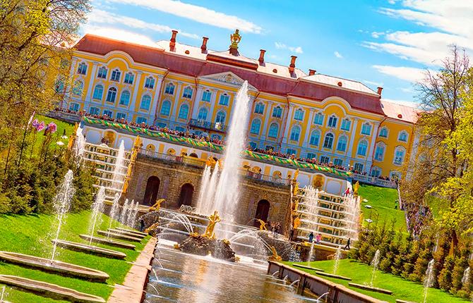 Петергофский дворец с фонтанами